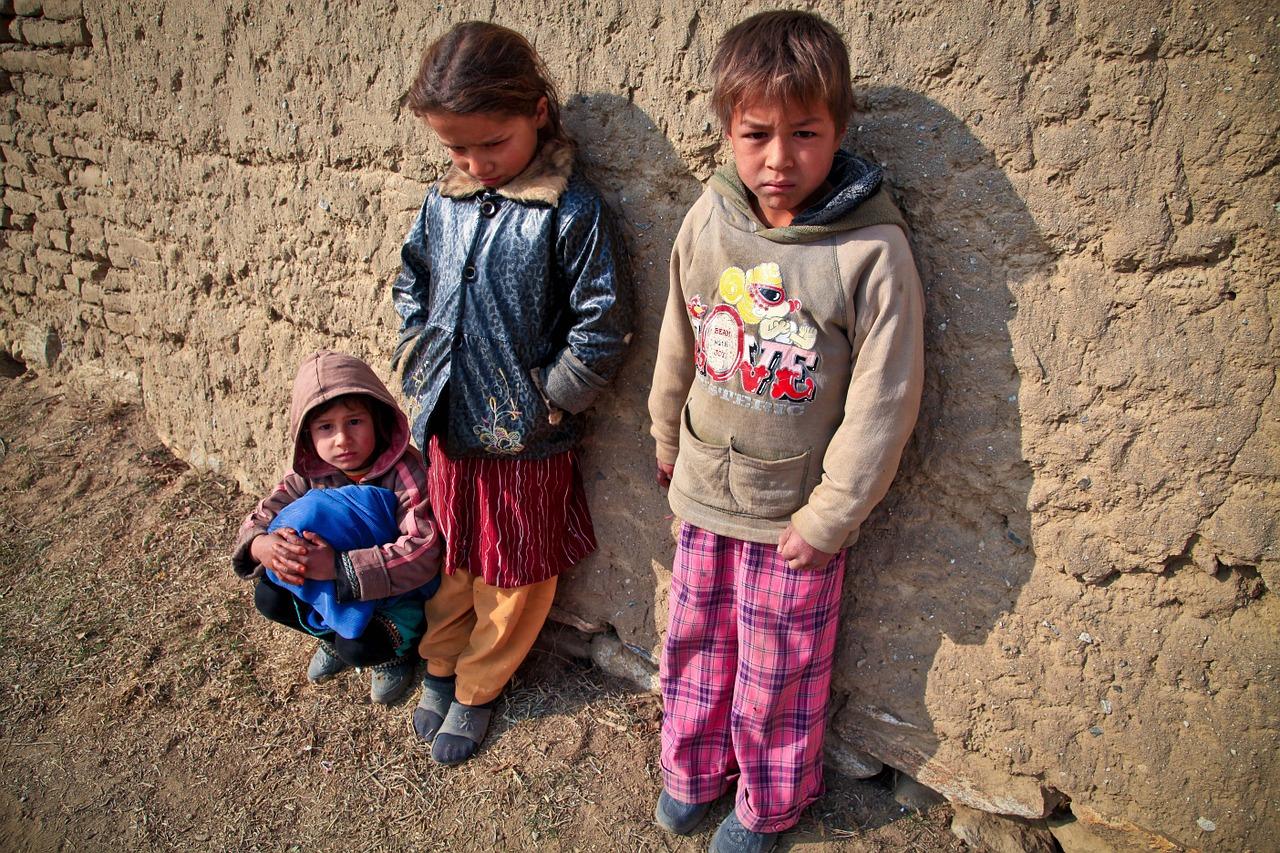 貧しさの中で生きる子供達